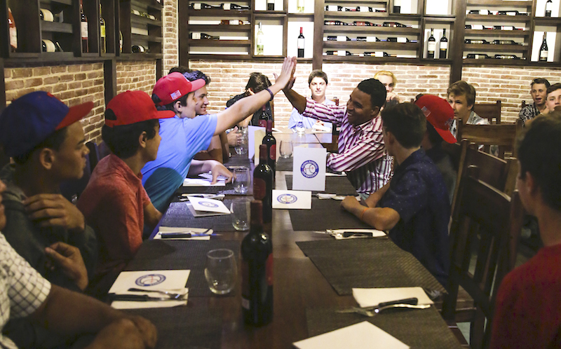 Players dining at Paladart Restaurant, Juan Dolio